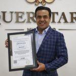 Recibe Luis Nava el certificado PRO-SIMPLIFICA